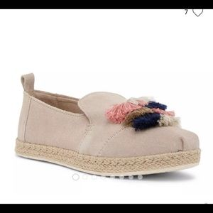 Oxford Tan Suede Toms with cute multi tassels 61/2